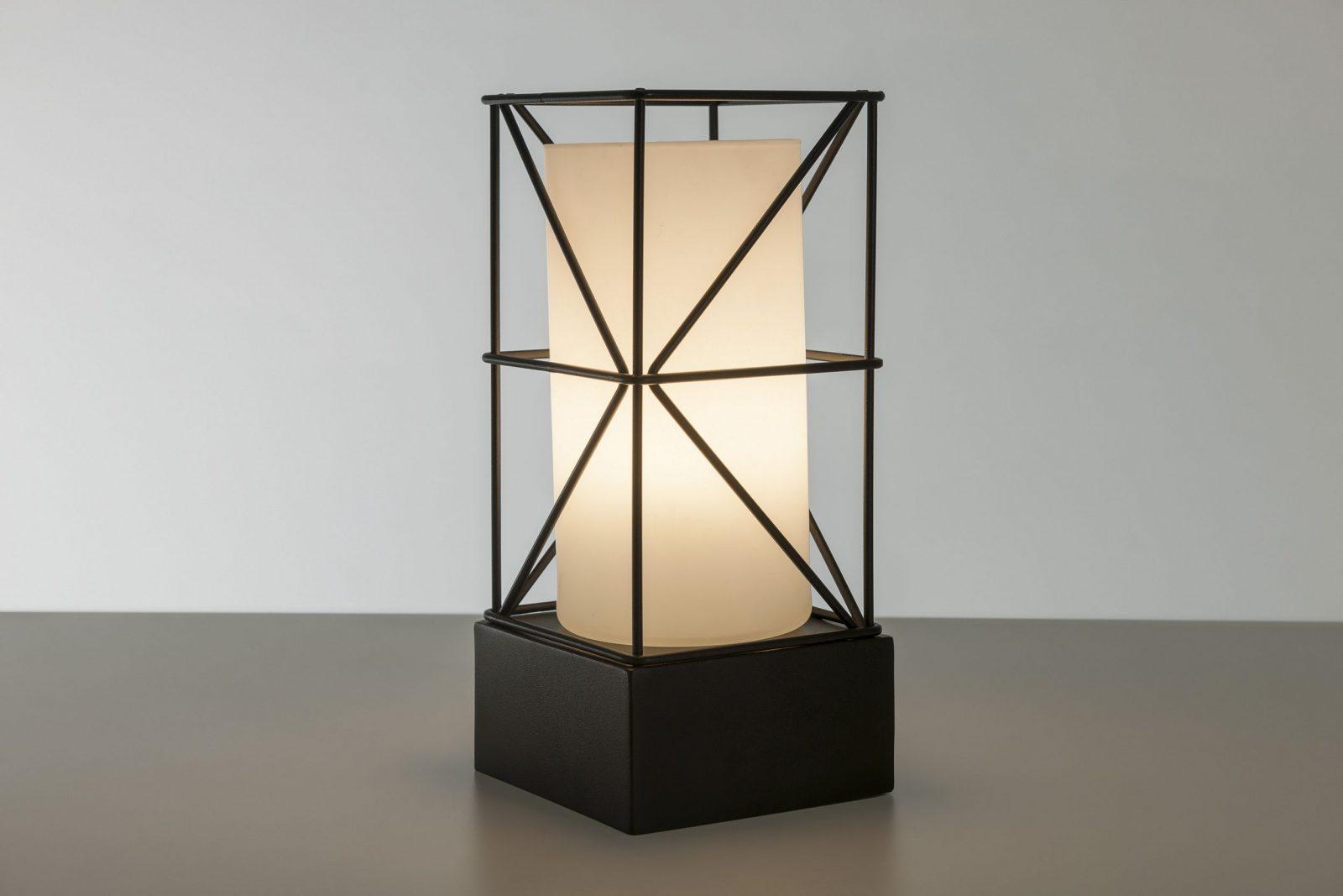 Luminária Diagonal de Mesa